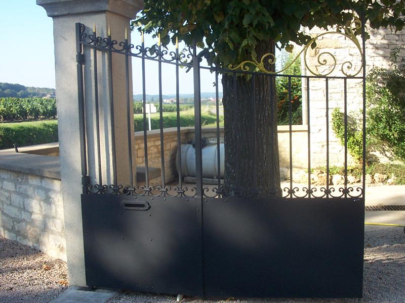 Peinture portail 01 peinture portail fer lyon peinture portail bois 71 for Peindre portail fer